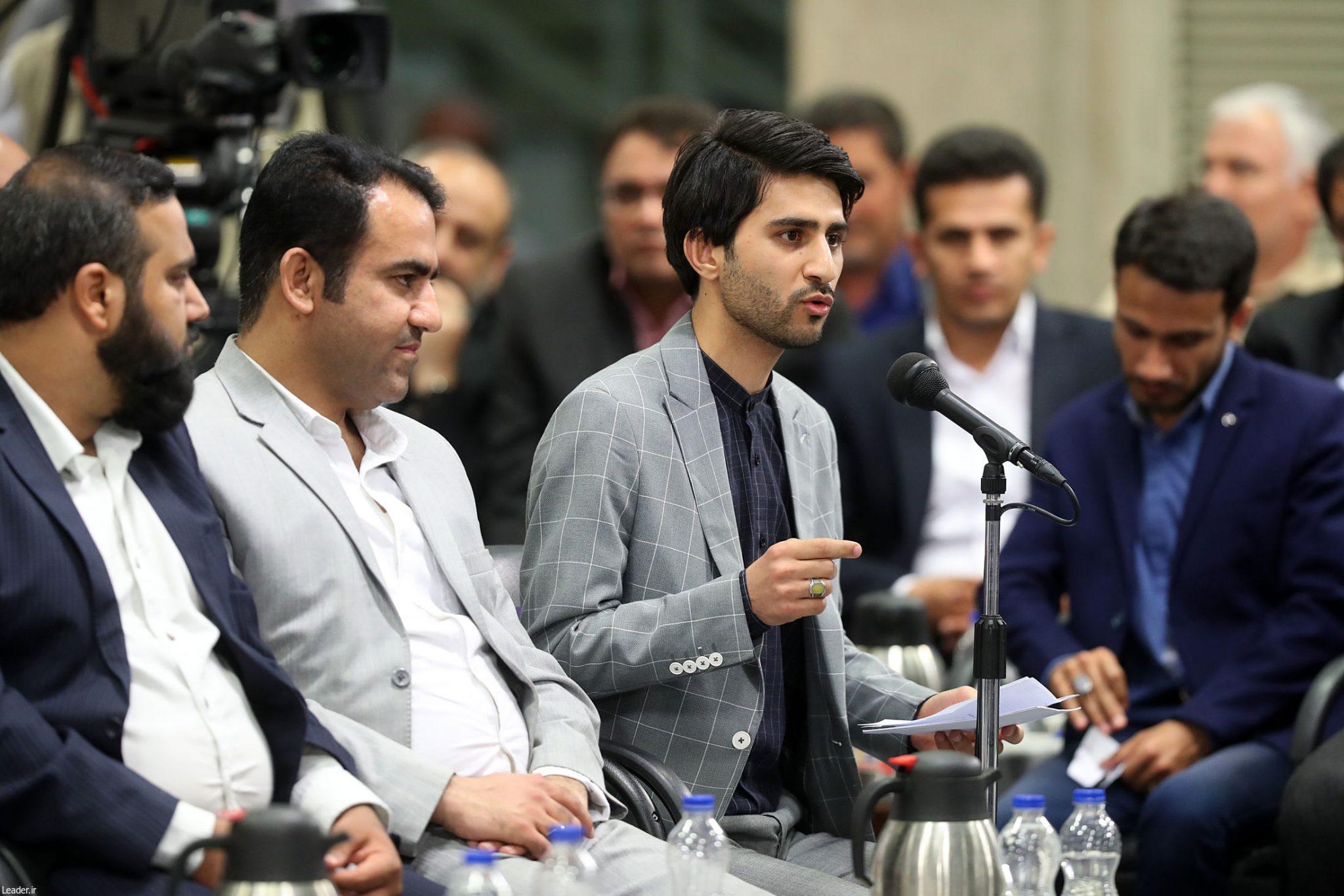 فیلم شعرخوانی فرزند شهید علی پور در محضر مقام معظم رهبری(مدظله)